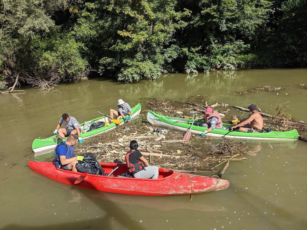 cistenie rieky odpad